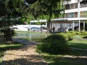 Skwer przy Wydziale Technologii Drewna Uniwersytetu Przyrodniczego w Poznaniu